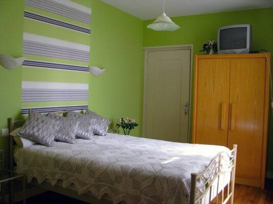 Hortense-Chambre avec un grand lit