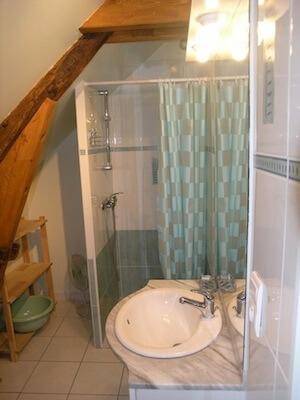 Hortense-Chambre avec Salle de douche